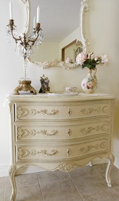 Furniture is essential, yet after few years they become shabby furniture. If you are distressed at the sight of your shabby furniture, it is high time to give a makeover. You may consider diy makeover to your shabby furniture and… Continue Reading → Casas Shabby Chic, Estilo Shabby Chic, Shabby Chic Style, Shabby Chic Decor, Shabby Chic Cottage, Shabby Chic Homes, French Cottage, Cottage Style, Shabby Chic Furniture