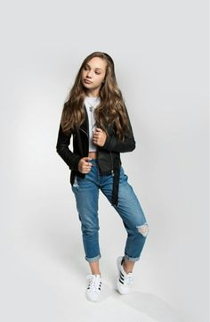 wow i remembered my password finally! Maddie Ziegler, Mackenzie Ziegler, Girlfriend Jeans, Mom Jeans, Style Hip Hop, My Style, Dance Outfits, Cute Outfits, Looks Teen