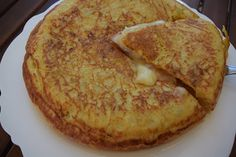 Καταπληκτική - χορταστική Ισπανική ομελέτα !!! ~ ΜΑΓΕΙΡΙΚΗ ΚΑΙ ΣΥΝΤΑΓΕΣ Tasty Videos, Egg Dish, Omelet, Greek Recipes, Cooking Time, Starters, Food To Make, French Toast, Food And Drink