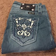 New Miss Me Skinny Jeans New without tags Miss Me skinny jeans size 27. Inseam measures approx 30 inches Miss Me Jeans Skinny