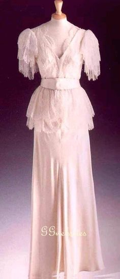 Diana wore this Bruce Oldfield ivory satin thirties-style evening dress with a lace over-jacket to a State Banquet held for President Mubarak of Egypt at Buckingham Palace in 1990. Again in 1990, the Princess wore it for an evening at the Courtauld Gallery in London. Lot #24 raised $ 29,900 for Diana's charities.