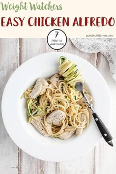 This creamy Chicken Alfredo is just 7 Smart Points on Weight Watchers Freestyle plan. An easy and tasty Weight Watchers dinner recipe for any day of the week! #weightwatchersfreestyle #weightwatchersrecipeswithpoints #weightwatchersdinnerrecipe Weight Watchers Pasta, Weight Watchers Breakfast, Weight Watcher Dinners, Weight Watchers Desserts, Friend Chicken Recipe, Chicken Recipes, Lunch Recipes, Healthy Dinner Recipes, Ww Recipes