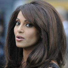 Love this type of big volumised hair. Looks gorgeous on Bipasha i must say. Do you prefer big hair, sleek straight, curly or wavy.