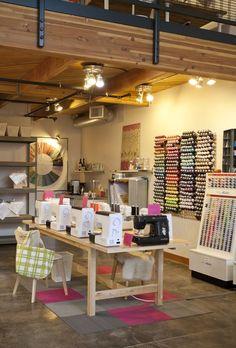 Inspiração para atelier de costura Sewing room http://www.alanasantosblogger.com/