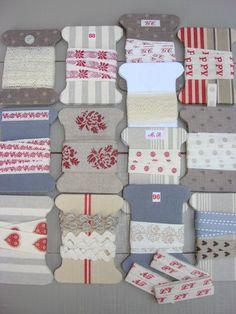 Chose promise, chose due ! Voici les cartons à rubans ... nus Réalisés avec des vieux bouts de bermuda, de pantalon et de chutes...