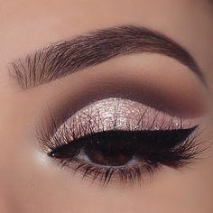 Haar // Make-up // Schönheit // Make-up // Inspiration // Haar kräuselt // lockig Haar // Make-up // Schönheit // Make-up // Inspiration // Haar kräuselt // lockig Oh you angels I've missed you! ❤ I've had such a creative block recently 😩 Pretty Eye Makeup, Glitter Eye Makeup, Blue Eye Makeup, Eye Makeup Tips, Makeup Ideas, Prom Makeup, Gold Eyeliner, Eye Makeup Cut Crease, Applying Eyeliner