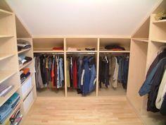Ankleidezimmer ideen dachschräge  ankleidezimmer selber bauen ideen garderobe begehbarer ...