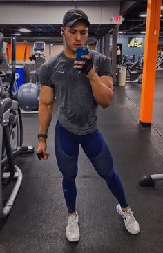 Muscle Hunks, Muscle Men, Running Workouts, Workout Gear, Mens Tights, Mens Activewear, Sporty Look, Sexy Shorts, Mens Fitness