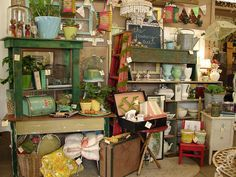 Tips for Dealers and Vendors with BOOTH Spaces at Antique Malls and Shows - booth inspiration, vintage displays ideas, increasing sales, and more. Antique Booth Displays, Antique Mall Booth, Antique Booth Ideas, Flea Market Displays, Flea Market Booth, Store Displays, Flea Markets, Retail Displays, Vintage Store
