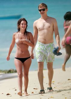 Rachel Bilson and Hayden Christensen look so happy together! Get more pics of their vacation here.