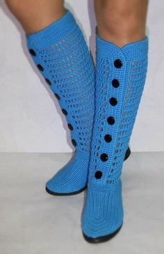 Crochet Boots Pattern, Crochet Boot Socks, Crochet Slipper Boots, Knitted Slippers, Crochet Patterns, Make Your Own Shoes, Coat Patterns, Crochet Accessories, Diy Crochet