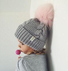 WEBSTA @ dasharichardson.knits - Помпон похож на сладкую вату Baby Hats Knitting, Arm Knitting, Knitting For Kids, Knitting Projects, Knitted Hats, Knitting Patterns, Crochet Coat, Crochet Baby, Knit Beanie Hat