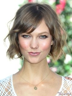 Cute wavy short hair - Karlie Kloss