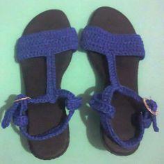 Sandalias tejidas en azul electrico