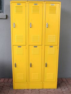 Cannot believed I just scored a set just like these for $50 at a garage sale... Em, this is what I am thinking about--yellow???