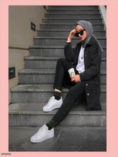 Ab muscles word conjures up images of gorgeous Muslim girls with pretty s Günlük Tesettür Modası Modest Fashion Hijab, Modern Hijab Fashion, Street Hijab Fashion, Hijab Fashion Inspiration, Muslim Fashion, Uni Outfits, Teenage Outfits, Winter Fashion Outfits, Modest Outfits