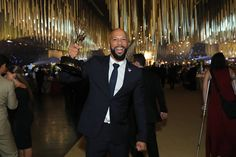Common είναι ο πρώτος Rapper που κέρδισε Oscar, Emmy και Grammy. Οι ιστορικές βραβεύσεις του 45χρονου rapper ξεκίνησαν όταν κέρδισε ένα Grammy το 2002, για τη συνεργασία του με την Erykah Badu, στο κο