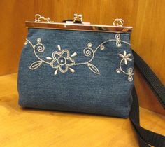 Farkkulaukku Recycle Jeans, Nice Ideas, Coin Purse, Frame, Tela, Picture Frame, Frames, Coin Purses, Recycled Denim