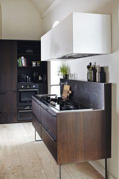 Fra menighedhus til moderne familiebolig minimalist kitchen Modern Kitchen Interiors, Luxury Kitchen Design, Best Kitchen Designs, Luxury Kitchens, Home Decor Kitchen, Interior Design Kitchen, Home Kitchens, Modern Interior, Kitchen Craft