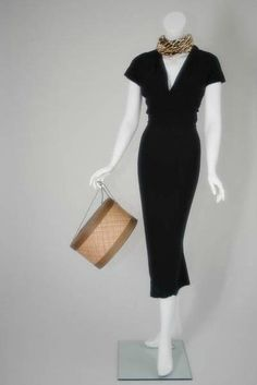Marilyn Monroe's honeymoon dress, with leopard scarf and hat box. Costume Marilyn Monroe, Style Marilyn Monroe, Marilyn Monroe Outfits, Norma Jean Marilyn Monroe, 50s Dresses, Vintage Dresses, Vintage Outfits, Fashion Dresses, Dresses For Work