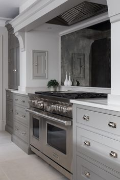 The White House, Beaconsfield Contemporary Kitchen Project - Humphrey Munson - Open Plan Kitchen Design Ikea Kitchen, Home Decor Kitchen, Interior Design Kitchen, Kitchen Furniture, Home Kitchens, Kitchen Ideas, Small Kitchens, Kitchen Mantle, Kitchen Counters