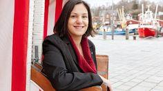 Porträt: Serpil Midyatli    Aufstieg im Sauseschritt    Sie ist 36 Jahre alt, erfolgreiche Unternehmerin, Mutter, Muslimin. Am 6. Mai kandidiert Serpil Midyatli für den Landtag in Schleswig-Holstein. Eine Erfolgsgeschichte