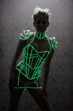 Futuristic fashion, light up, fluorescent corset. Festival Trends, Look Festival, Festival Mode, Festival Fashion, Look Fashion, Fashion Show, Fashion Design, Space Fashion, Burlesque