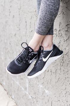 Black and white women's Nike metcon 3: favorite shoes for crosstraining!