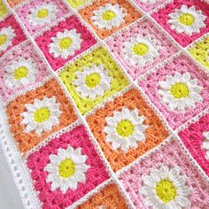 You are going to love this Crochet Daisy Granny Square Blanket Free Pattern and you can make so many gorgeous and colourful projects. Granny Square Pattern Free, Crochet Baby Blanket Free Pattern, Granny Square Blanket, Crochet Squares, Crochet Patterns, Free Crochet, Square Patterns, Afghan Patterns, Crochet Blocks