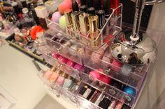 Hello revolutionary trend boys and girls! Hoy os traemos un listado de nuestros productos de belleza y maquillaje por menos de 10 euros, ¡Espero que hayáis descubierto algunos nuevos! NYX Won…