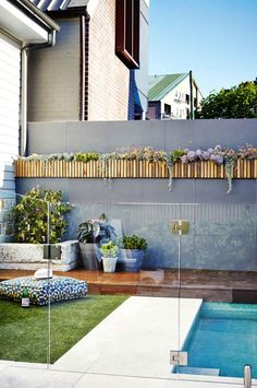 Dichondra 'Silver Falls' hangs from the western red cedar boxes of this vertical garden lining the pool fence. If you have limited outdoor space, don't assume that you're relegated to a few pot plants. A vertical garden may be the perfect solution. Small Pools, Small Backyard Landscaping, Backyard Fences, Fun Backyard, Pool Fence, Garden Pool, Glass Pool Fencing, Balcony Garden, Outdoor Pool