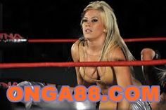 The PWI list of the fifty top female wrestlers of 2011 with Sara Del Rey, TNA Knockouts Tara and Madison Rayne, WWE Diva Beth Phoenix and a whole lot more. Sara Del Rey, Wwe Pictures, Beautiful Athletes, Women's Wrestling, Female Wrestlers, Sexy Legs, Beauty Women, Fit Women, American