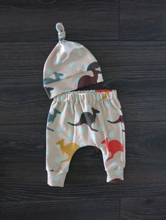 Baby outfit / organic baby clothes / unisex baby outfit / Baby harem pants / Baby gift set / Australian baby clothes / Aussie baby gift Cute Baby Gifts, Baby Gift Sets, Baby Easter Outfit, Baby Harem Pants, Brindille, Lovely Eyes, Organic Baby Clothes, Coming Home Outfit, Unisex Baby Clothes