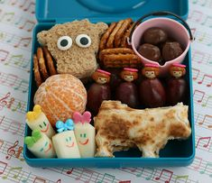 I want a lunch that's this creative!  :D