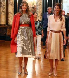 La Primera Dama de Estados Unidos tiene un estilo muy definido. Tiene debilidad por las siluetas 'lady', las faldas tubo y los zapatos de tacón. Analizamos en este reportaje fotográfico todos sus trucos de estilo