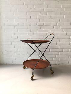 Vintage kleiner Tisch, Teewagen Teak, Beistelltisch, Mid Century Modern Skandinavien , Servierwagen Sweden, Tabletttisch Skandinaviens von moovi auf Etsy