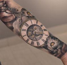 Terrific details of a sleeve by Darwin Enriquez...