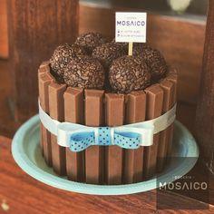 MINI 💙 #doceriamosaico #minibolo #kitkat #brigadeiro #bolopequeno Mini Tortillas, Sweet Ideas, Chocolate Gifts, Twilight Saga, Chocolates, Desserts, How To Make, Food, Birthday Candy