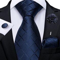 Big Men Fashion, African Men Fashion, Beard Suit, Luxury Ties, Men Closet, Wedding Suits, Wedding Bands, Elegant Man, Blue Plaid