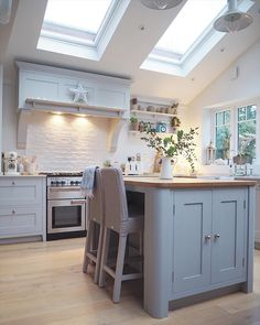 I like this cooker hood Kitchen island idea. correct fit for the kitchen, need granite top with white or black base Open Plan Kitchen Living Room, Kitchen Family Rooms, Cottage Kitchens, Home Kitchens, Howdens Kitchens, Country Kitchen, New Kitchen, 1930s Kitchen, Kitchen Diner Extension