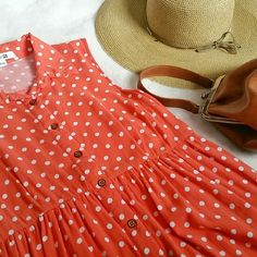 Forever 21 Coral Polka dot Dress M Forever 21 orange/coral polka dot dress. Size M. It's adorable! Pre-loved but in great condition! Forever 21 Dresses