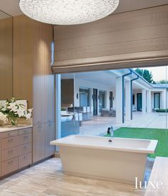 Modern Neutral Bathroom with Floor-to-Ceiling Window Modern Master Bathroom, Neutral Bathroom, Master Bathrooms, Dream Bathrooms, Bathroom Interior Design, Bathroom Designs, Bathroom Ideas, Bath Ideas, Traditional Baths