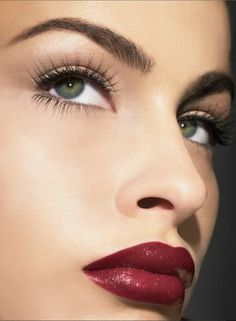 Above all, whats most important is simplicity. Clean. (Lips [& brows] on point)
