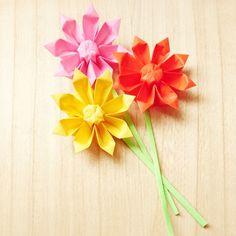 折り紙の花「立体ガーベラ」を作ってみよう♪ | WEBOO[ウィーブー] 自分でつくる。 Origami 3d, Origami Flowers, Origami Easy, Paper Flowers, Home And Garden, Spring, Plants, Home Decor, Paper Crafts For Kids