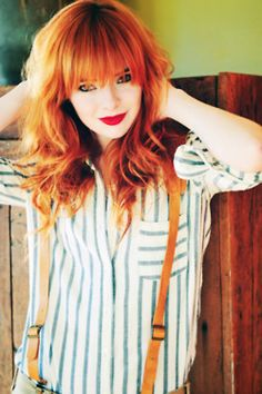 orange hair/// the orange color in her hair looks very good but I find it to be very attractive Beautiful Redhead, Gorgeous Hair, Medium Hair Styles, Long Hair Styles, Peinados Pin Up, Redhead Girl, Dream Hair, Ginger Hair, Pretty Hairstyles