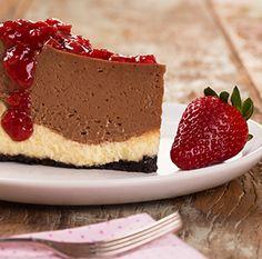Duo de Cheesecakes com Chocolate e Morangos