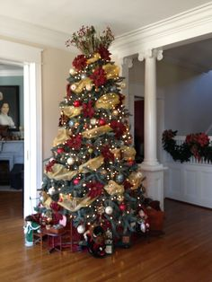 My Southern Living Christmas -Main Tree with Clock Ornaments-loving it all but the very top Decorations Christmas, Diy Christmas Tree, Christmas Themes, Holiday Decor, Decorated Christmas Trees, Red And Gold Christmas Tree, Xmas Trees, Illumination Noel, Southern Living Christmas