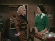 Gentlemen Prefer Blondes is a 1953 film starring Jane Russell and Marilyn Monroe. Doris Day Movies, Marilyn Monroe Movies, Blonde Fashion, Gentlemen Prefer Blondes, Green Sweater, 1950s Fashion, Cool Costumes, Mode Inspiration, Vintage Tops