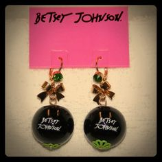 Betsey Johnson Earrings. NWOT. Betsey Johnson First Date Collection. 8 Ball Earrings. Lips. Green Stone. Perfect condition. Super cute!! Betsey Johnson Jewelry Earrings