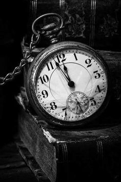Black and White Pocket Watch / Time - Tattoos - Vintage Clock Black And White Photo Wall, Black N White, Black And White Pictures, Black And White Photography, Old Pocket Watches, Old Watches, Watches Photography, Watch Tattoos, Clock Tattoos